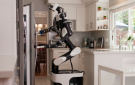 丰田用VR技术训练服务机器人