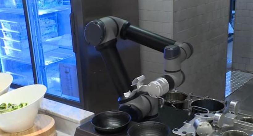 1分钟做好一碗面条,LG厨艺机器人已在首尔餐厅投入使用