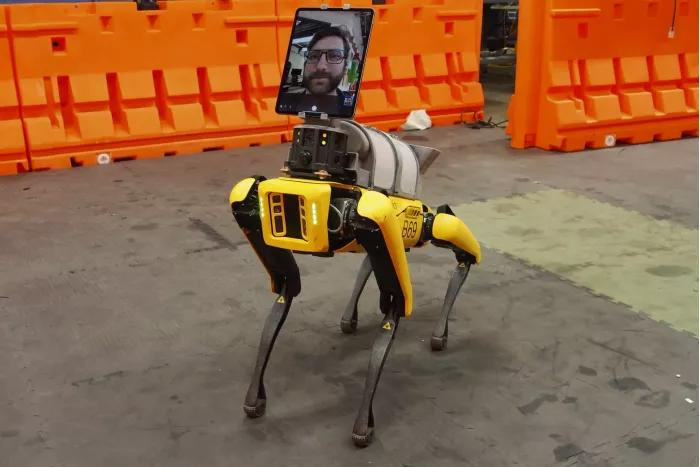 波士顿动力四足机器人Spot进入当地医院,协助对抗新冠病毒!